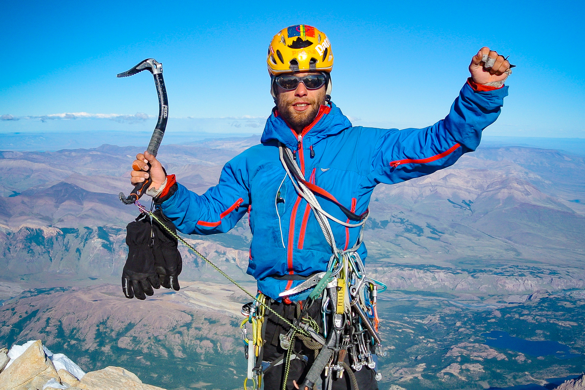 David Bacci successfully summits Fitz Roy in Patagonia, wearing PFC-free Páramo